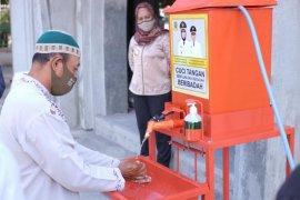 Pemkot Mojokerto bagikan ratusan alat cuci tangan untuk masjid dan pesantren