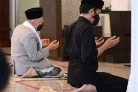 Presiden shalat Jumat di Masjid kompleks istana dengan Wapres jadi khatib