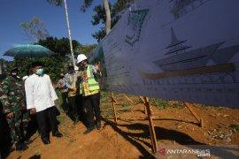 Gubernur Kalsel Meninjau Pembangunan Masjid Bambu