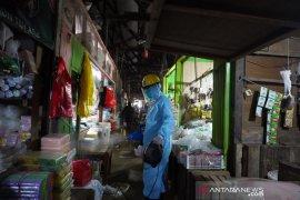 Tingkatkan Kewaspadaan COVID-19, Pupuk Kaltim Disinfeksi Pasar Citra Mas Loktuan