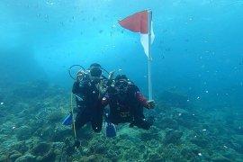 Polda Aceh kibarkan merah putih di dasar laut nol kilometer Indonesia