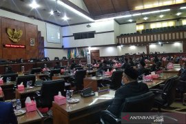 Sidang telat dibuka, DPRA gagal dengarkan pidato Presiden RI