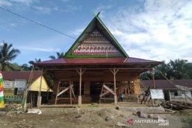 Desa Malombu bangun balai