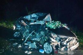 Hantam tronton, tiga wanita cantik penumpang Honda Jazz tewas