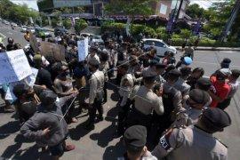 Polisi bubarkan unjuk rasa Papua di Denpasar