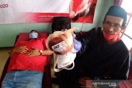 Kader PDIP Garut donor darah untuk bantu penderita thalasemia