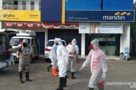 Karyawan Bank Mandiri Taspen Mukomuko positif corona, puluhan warga jalani tes usap
