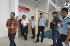 Petugas PLBN Badau di batas Indonesia - Malaysia keluhkan jaringan telekomunikasi