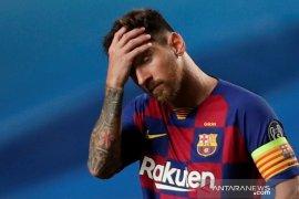 Messi akhirnya putuskan  bertahan di Barcelona