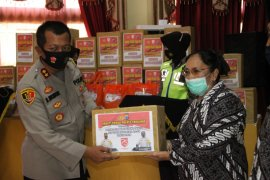 Purnawirawan Tabalong  terima bantuan sembako gratis
