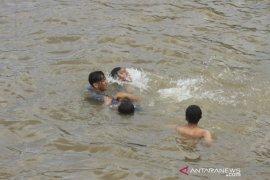 Warga Nyaris Tenggelam di Sungai Martapura