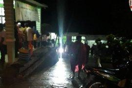 Puluhan warga tersambar petir saat berteduh setelah menyaksikan sepak bola, tiga meninggal