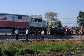 KA Surabaya-Blitar tabrak dan seret Phanter sejauh 300 meter, sopir berikut dua penumpangnya tewas di tempat