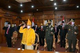 Kenakan pakaian adat Jambi, gubernur ikuti detik-detik proklamasi secara virtual
