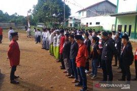 Baitulmaal Munzalan Indonesia berikan hadiah santri Kubu Raya saat HUT RI