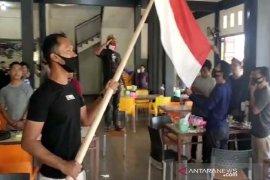 Peringatan detik-detik proklamasi RI di Abdya, lagu Indonesia Raya menggema di warung kopi