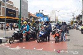 Pengguna jalan di Kota Jambi berhenti, peringati detik detik proklamasi