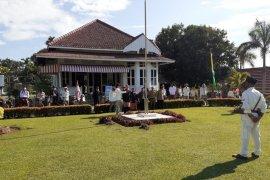 Komunitas onthel gelar upacara kemerdekaan di Rumah Bung Karno