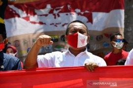 Sekda Gorut ikut bentangkan bendera sepanjang 500 meter di Pulau Diyonumo