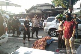 Pengemudi ojek tewas tertimpa pohon di Pos Pengumben Jakarta Barat