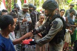 Masyarakat Suku Tobelo peroleh bansos dari Polda Malut