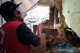 PMI Kota Sukabumi data kebutuhan bantuan korban bencana longsor di Kopengkidul