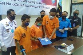 Seorang ibu terancam 20 tahun penjara karena bantu suami edarkan sabu
