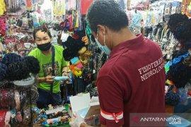 Dinkes dan IDI bagikan ribuan masker untuk pedagang Pasar Petisah Medan