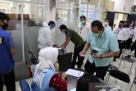 Puluhan petugas Kantor Imigrasi Sukabumi lakukan pemeriksaan urine (video)