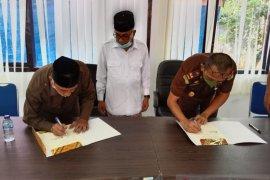 Kejari salurkan zakat di Baitul Mal Aceh Besar