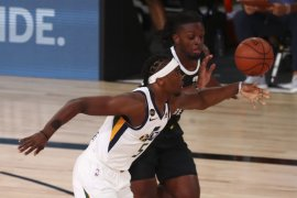 Mitchell cetak 30 poin bawa  Jazz samakan kedudukan lawan Nuggets