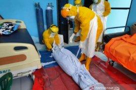 Seorang pasien COVID-19 meninggal  diduga dimakamkan keluarga tanpa protokol kesehatan