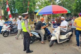 Polisi hadir di keramaian antisipasi penyebaran COVID-19