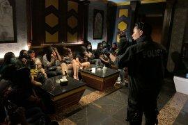 Tujuh mucikari ikut diamankan dalam penggerebegan Bareskrim di karaoke eksekutif