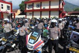 TNI-Polri di Malut bagikan bansos ke warga