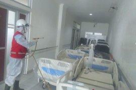 Sejumlah tenaga kesehatan terinfeksi corona PMI lakukan disinfeksi RS Bunut Sukabumi