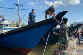 Lanal Banjarmasin bagikan 3.000 masker bagi masyarakat pesisir