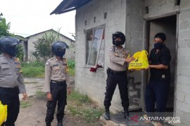 Polres Bangka Barat salurkan bantuan sembako ke warga transmigran