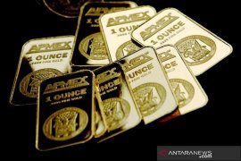 Emas jatuh, investor beralih ke dolar berlindung dari virus COVID-19