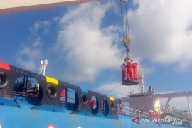 Tim SAR gabungan Babel evakuasi 10 ABK kapal terbalik