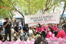 Mom's DL 89 bagikan ratusan sembako kepada warga Muaragembong