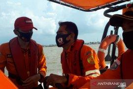Tim SAR selamatkan 4 awak kapal yang karam di perairan Kuala Kerang