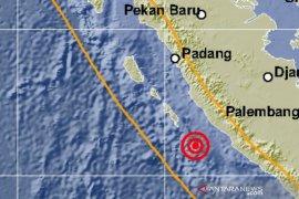 Gempa dengan magnitudo 5,7 guncang Bengkulu