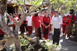 """Di Gianyar, Putri Koster resmikan Rumah Kreatif dan Taman """"Hatinya"""" PKK"""