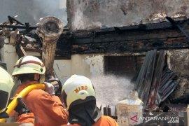 19 unit armada dikerahkan  padamkan kebakaran di Tamansari