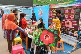 Komunitas di Bengkulu edukasi pengunjung mall soal bunga langka