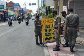 Satpol PP Denpasar tertibkan baliho dan spanduk meski pandemi COVID-19