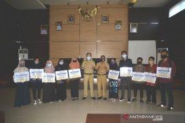 10 mahasiswa Batola berprestasi terima beasiswa PT PAMA