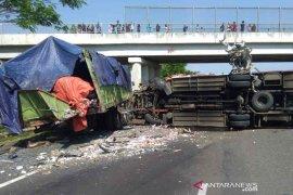 Tiga kendaraan tabrakan beruntun di Tol Cipali, dua orang meninggal
