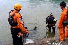 Unjuk kebolehan berenang, seorang pemuda hilang di Danau Toba